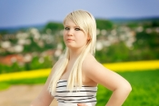 the-blond-kolibri-outdoor-6