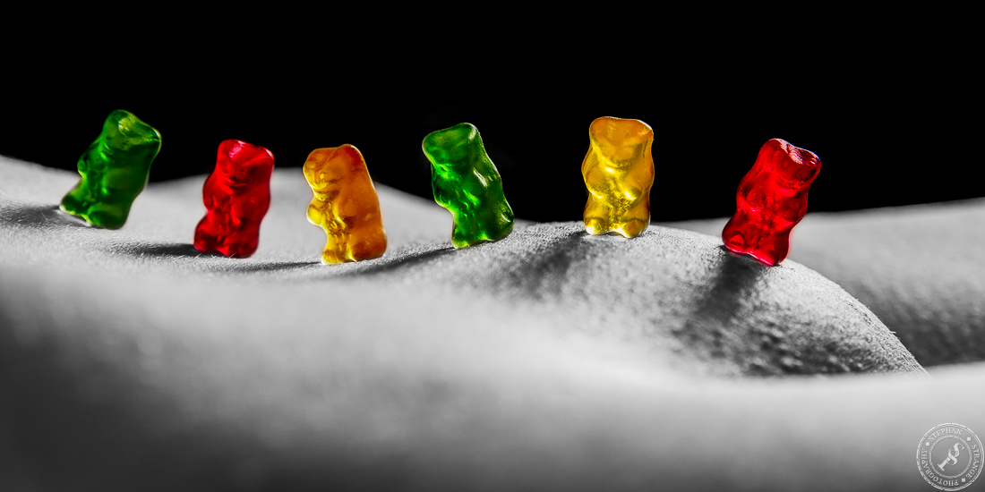 Sexy nude colorkey shooting with a gummi bear gang
